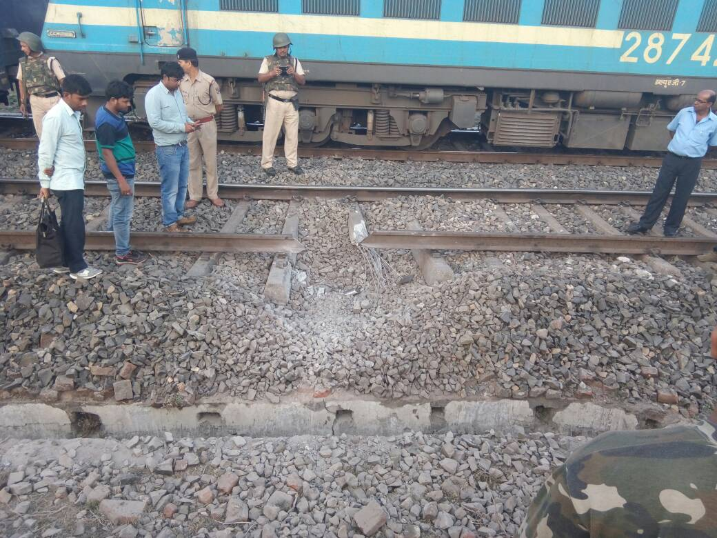 maoists-blow-up-railway-tracks-paralyse-traffic-on-gaya-dhanbad-route