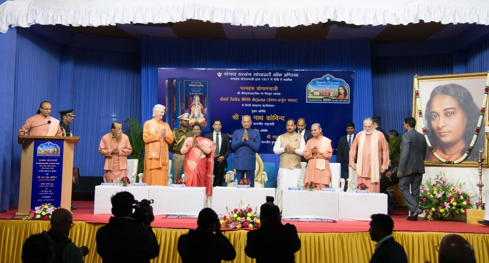 president-releases-yogdanandaji-commentary-on-bhagwad-gita
