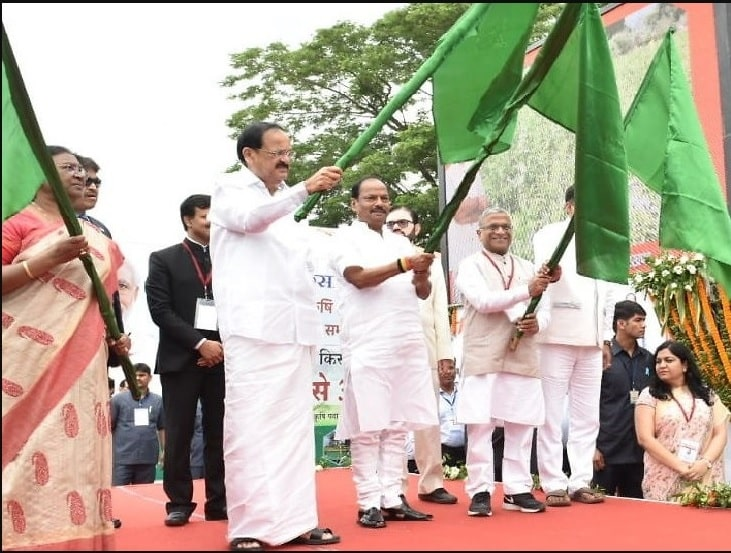 venkaiah-naidu-flags-off-krishi-ashirvad-yojna-to-benefit-35-lakh-farmers