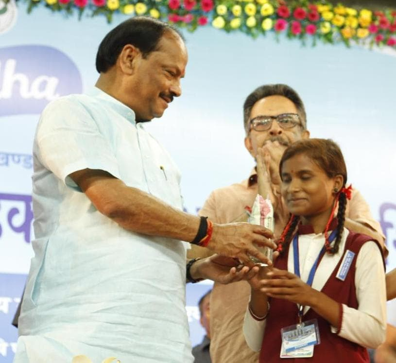 CM inaugurates 'Gift Milk' programme in Ranchi and eight other districts