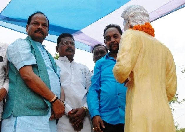 ol-chiki-creator-raghunath-murmu-gets-a-statue-at-kosapulia