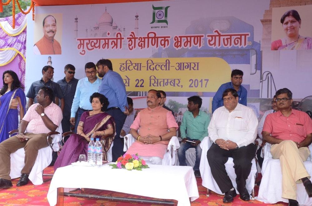 CM Raghubar Das launches Educational Tour Scheme for state run school students