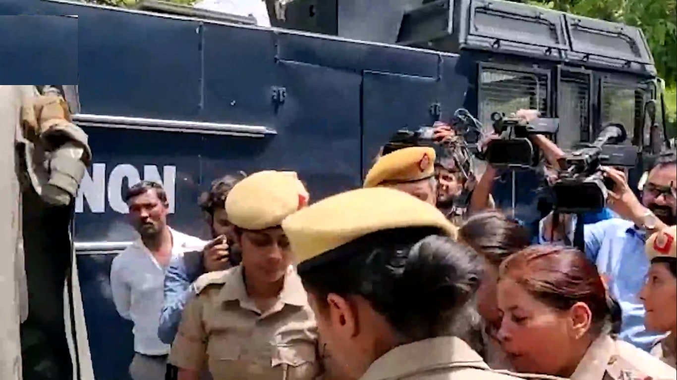 Women protest outside SC after panel clears CJI Gogoi in sexual harassment case