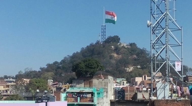 Parrikar  hoisted largest national flag with tallest flagpole;Das orders removal