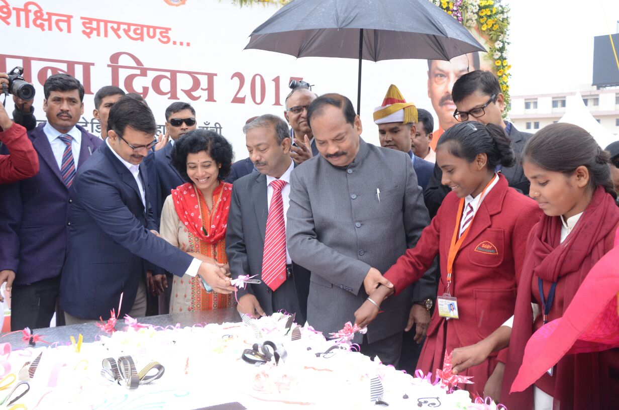 cake-weighing-500-kgs-cut-marking-celebration-of-jharkhand-foundation-day