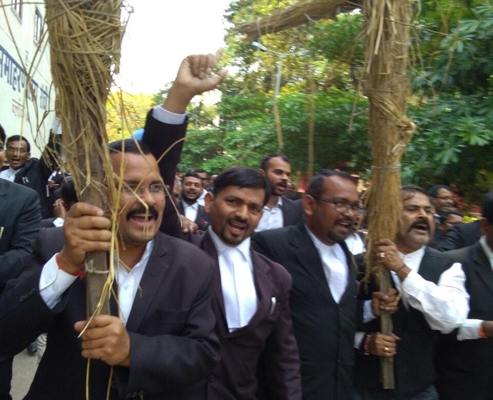 Lawyers burn effigies of cops; gangsters assault IAS officer