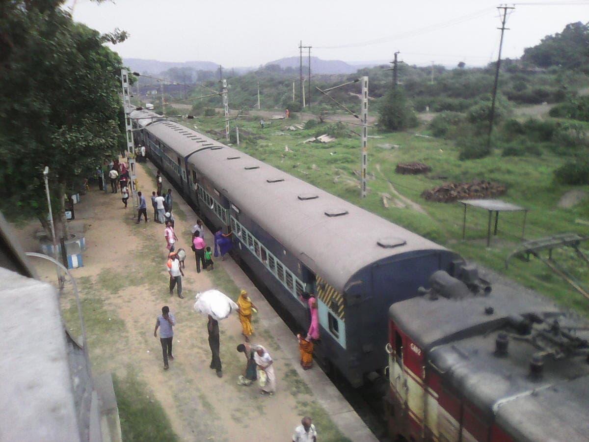 Naxals carry 31 IED blasts along Dhanbad rail tracks,paralyse traffic
