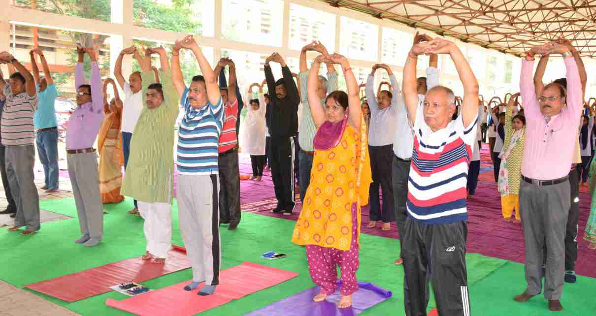 participants-to-do-yoga-with-pm-modi-get-yoga-mats-t-shirts