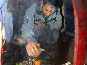 Dhoni reveres Goddess Durga before Mohali test