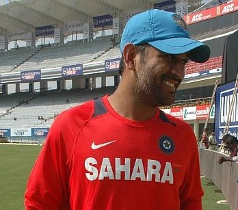 Crowd may play cheer leaders for Dhoni