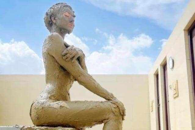 actress-takes-mud-bath-shows-her-instagram-post