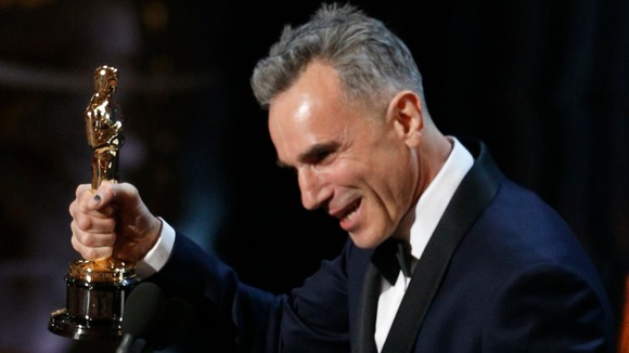 Daniel Day-Lewis gets 3 Oscars