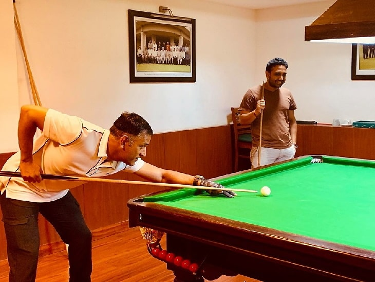 Cricket over,M.S Dhoni sweats out in Gym,plays Billiards,Golf,Football