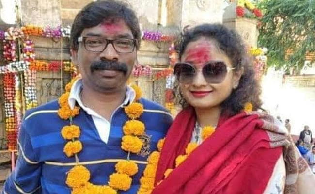 why-soren-couple-flies-to-varanasi-to-worship-lord-shiva
