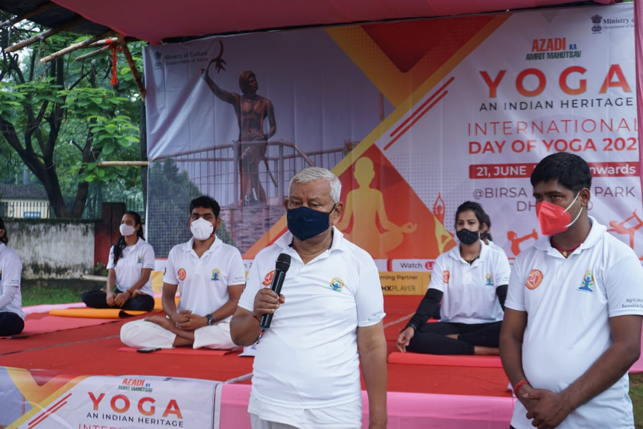 on-the-ocassion-of-international-yoga-day-yoga-camp-organised-in-dhanbad