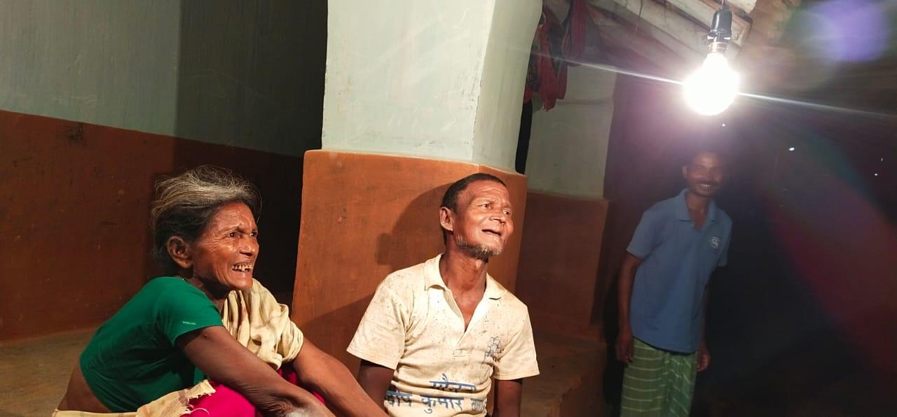 बिजली आई, चहकने लगा बचपन, होने लगी पढ़ाई सूर्याबेड़ा गांव में