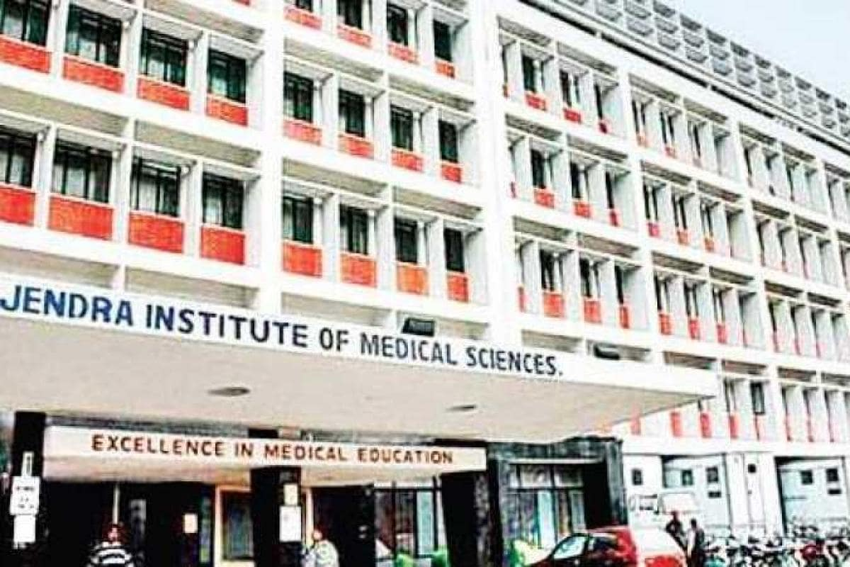 In-RIMS-Ranchi-there-was-a-fight-between-the-relatives-of-the-deceased-and-the-doctors-the-police-kept-watching