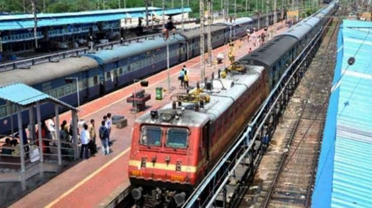 हटिया - गोरखपुर - हटिया साप्ताहिक सुपर फास्ट फेस्टिवल  स्पेशल ट्रेन का परिचालन