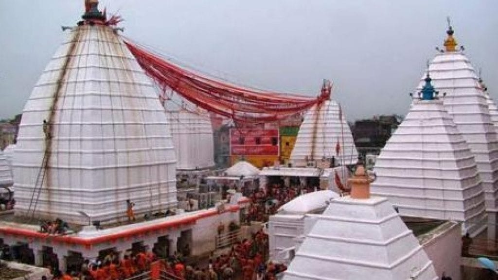 First-Monday-of-Sawan-there-was-silence-in-Baba-Baidyanath-Dham-devotees-were-seen-worshiping-online