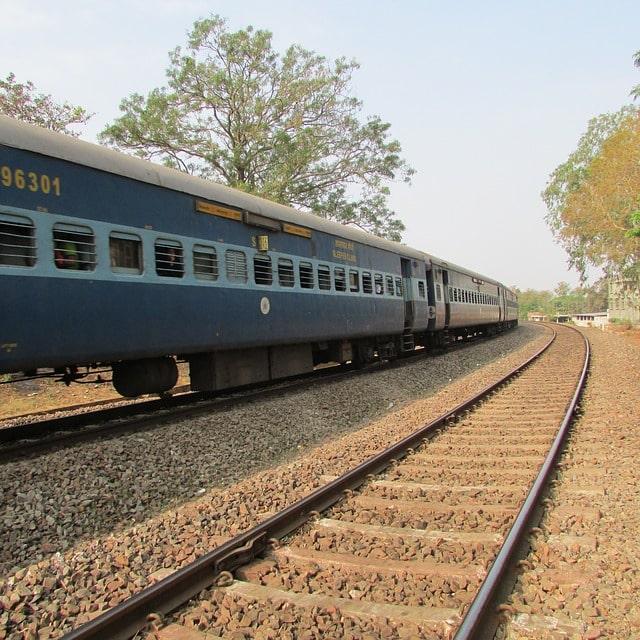 दुर्गा पूजा में यात्रियों की भीड़ को देखते हुए रांची रेल मंडल की तरफ से दो स्पेश ट्रेनों की घोषणा की गई