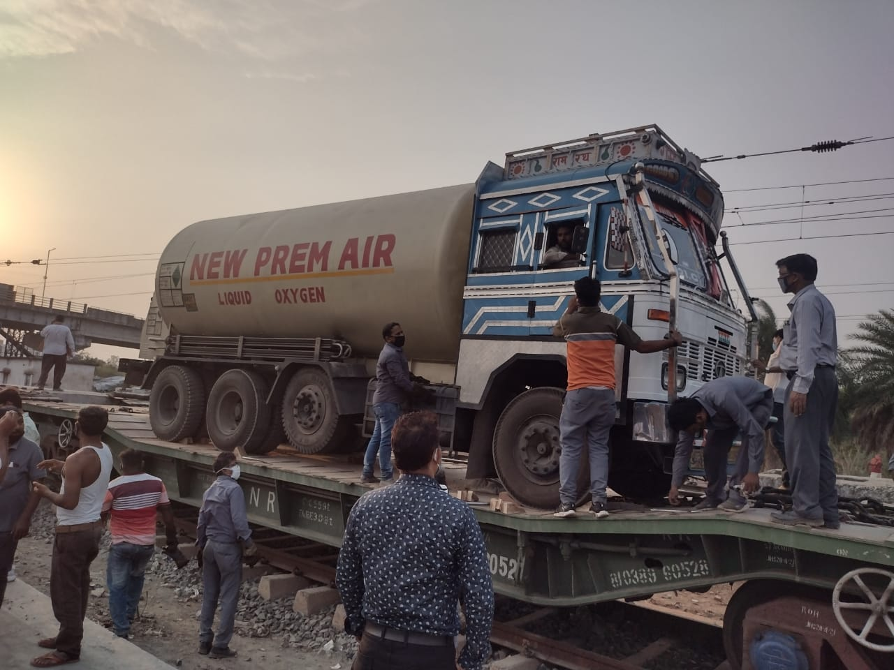 Loading-of-oxygen-tanker-from-Ranchi-Rail-Division