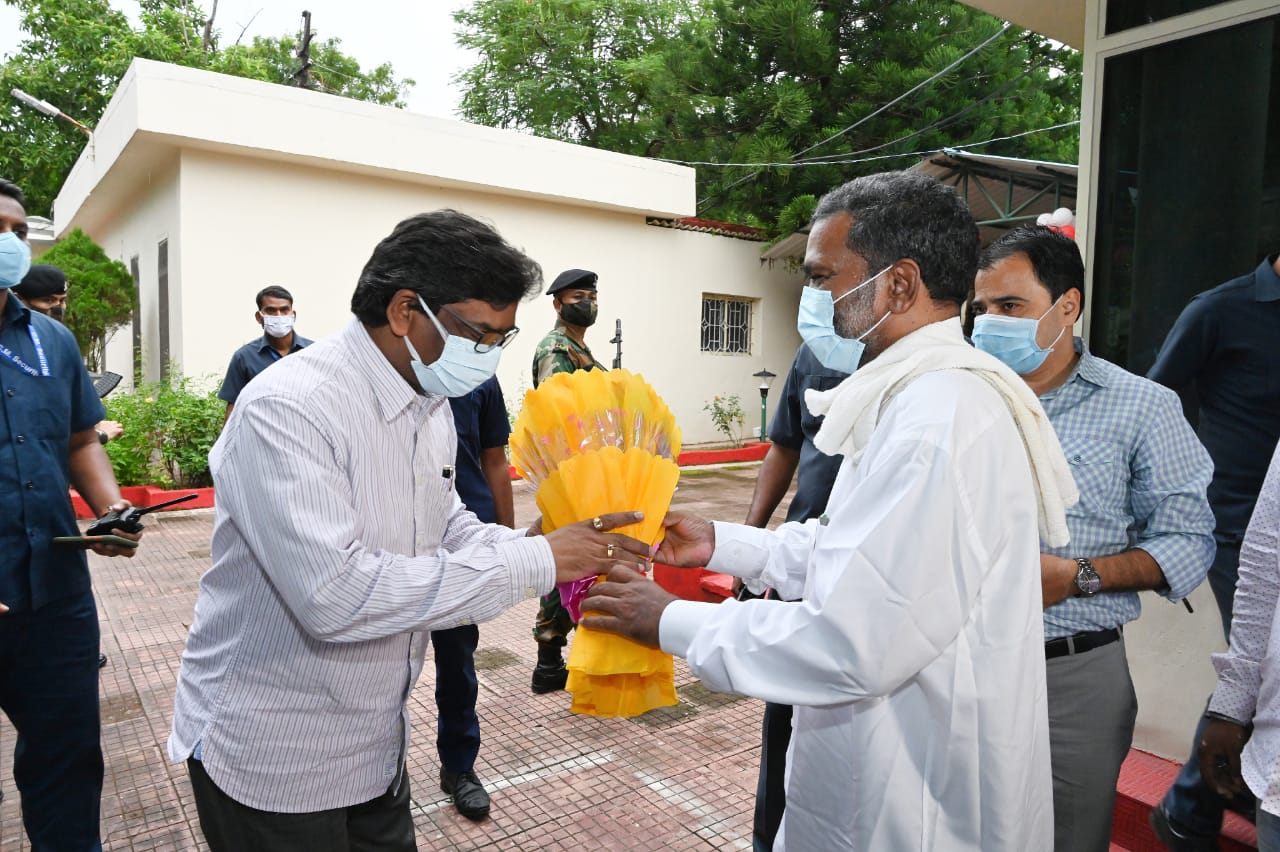 cm-soren-meets-jagganath-mahato-to-begin-work-soon