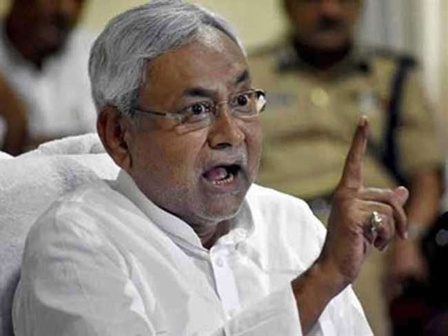nitish-kumar-gets-angry-on-questions-from-journalist