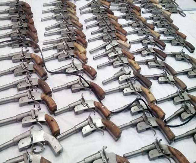 10-criminals-arrested-with-huge-cache-of-arms-in-jamshedpur