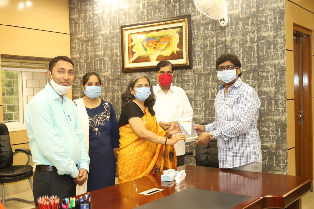 15-thousand-oximeters-and-15-thousand-thermometers-were-handed-over-to-the-cm-by-the-nimit-organization