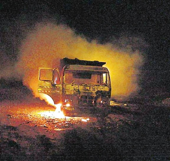 ranchi-fire-engulf-boring-truck-people-flee-from-homes