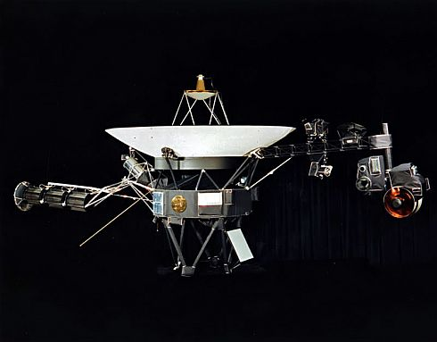 """""""Voyager"""" moves beyond Solar System"""