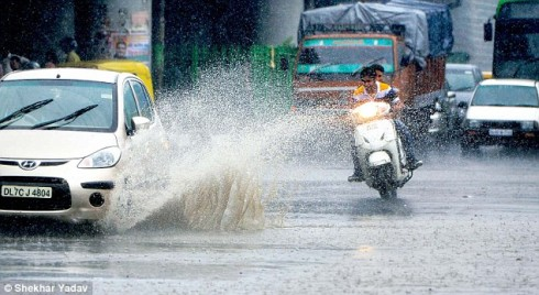 Poor drainage system causes inconvenience to commuters in Ranchi