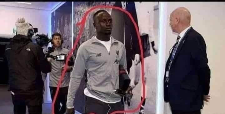 Sadio Mane carries broken mobile to share his wealth with people