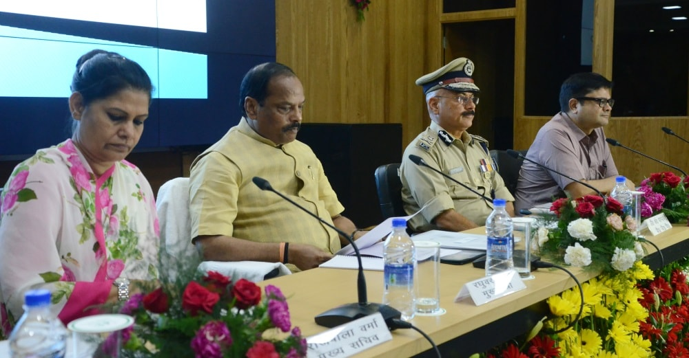 <p>Jharkhand Chief Minister Raghubar Das today carried out a review meeting on Law & Order situation in the state.Top officials from the State and the Police Department were also…