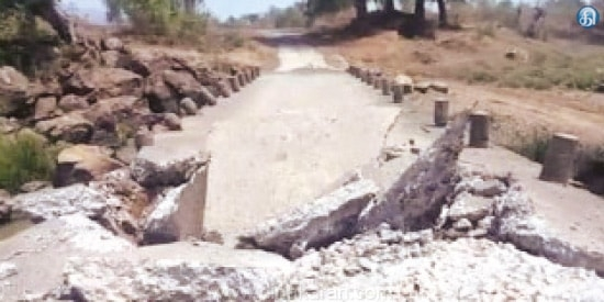 <p>Naxalites have blown up a bridge in Vishnupur assembly constituency of Gumla district. Voting is going on in Vishnupur assembly constituency today. However, no casualty has been…