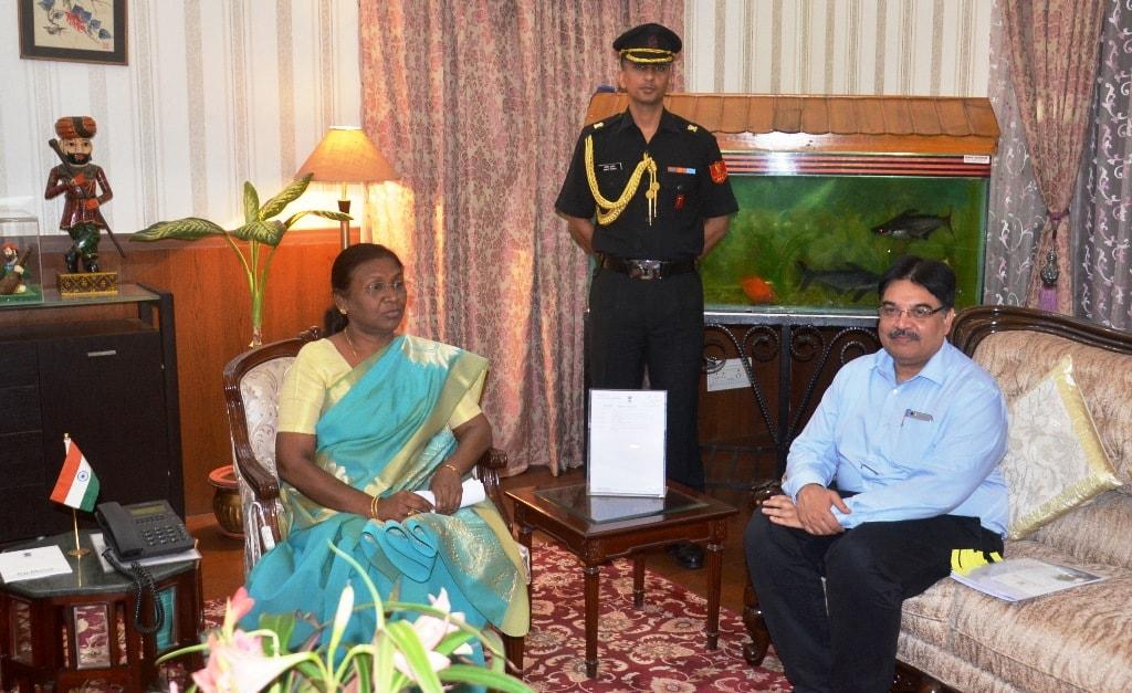 <p>माननीया राज्यपाल द्रौपदी मुर्मू नेे आज राज्य के मुख्य सचिव सुधीर त्रिपाठी को राज भवन बुलाकर भारत के संविधान के अनुच्छेद 164 के अनुसार राज्य में जनजातीय कार्य मंत्रालय के गठन हेतु…