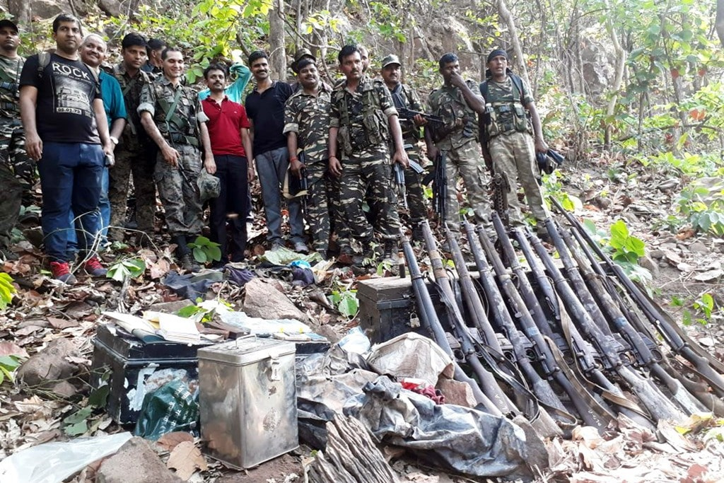 <p>CRPF, NIA and Bokaro police showing regular weapons, 303 Rifles, Pistol and Carbine recovered from Maoists after a joint operation at Lagnu hill in Bokaro of Jharkhand on Tuesday.</p>…