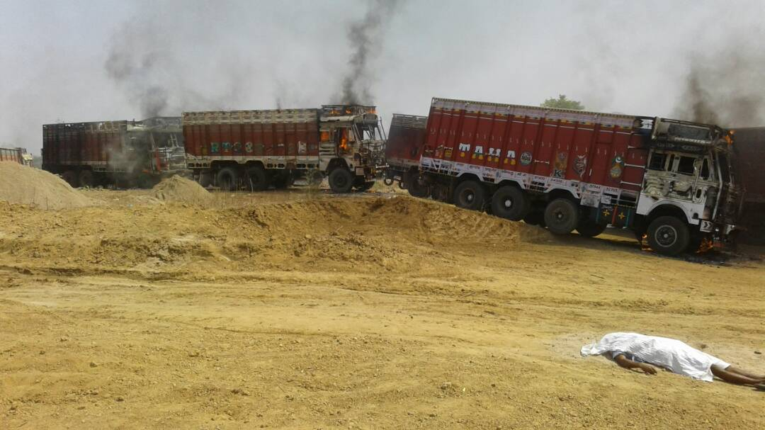 <p>Lifting of sand from the Banki river in Jatra village under Bishunpur police station in Garhwa led to violent clash between contractors men and local villagers.Contractors…