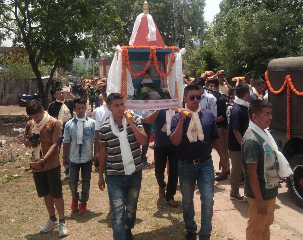 <p>Jawans of JAP 1, Ranchi participate in Sobha yatra on the occasion of Budh Purnima on Monday.</p>