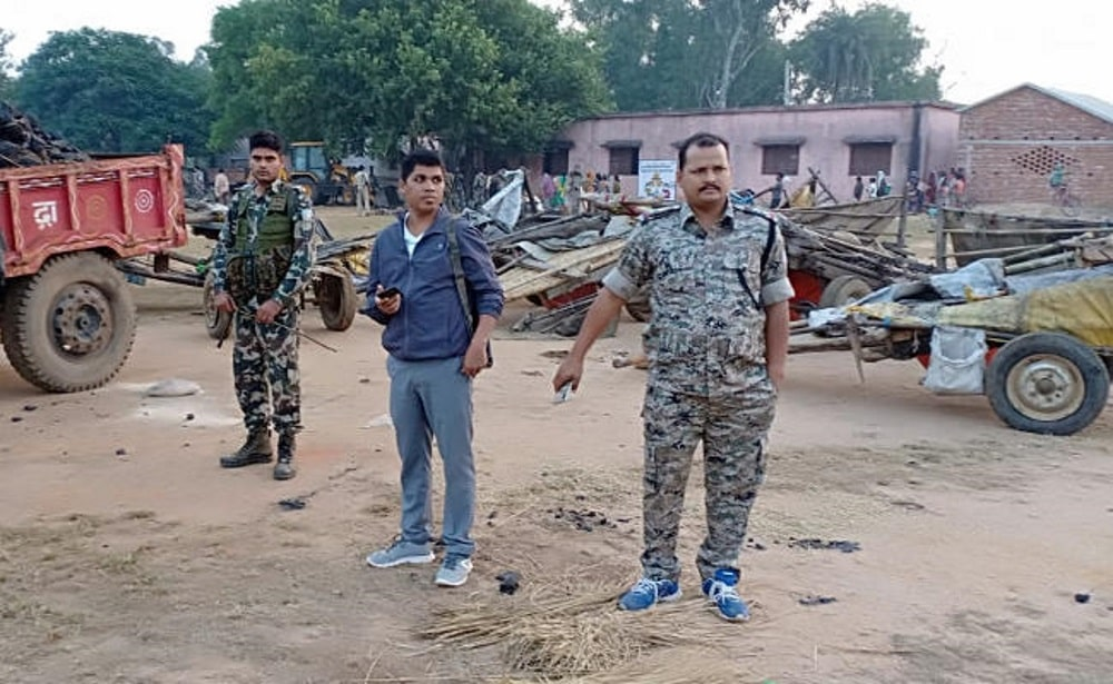 <p>Coal smuggling by bullock karts: Police have seized nearly 100 coal ridden bullock karts in Giridih. The coal was being illegally smuggled to Bihar from Pardih, said the police.  </p>…