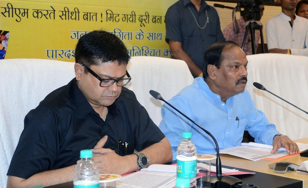 <p>After innocent tribal Surendra Munda was killed by Maoists at Ghoti village on July 29, 2015, Jharkhand Chief Minister Raghubar Das who was accompanied by his Principal Secretary…