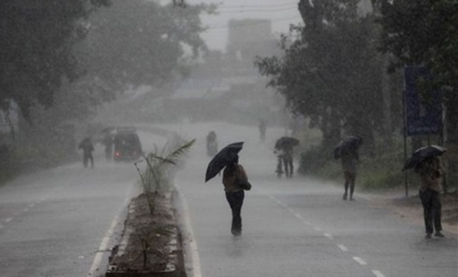 <p>Clouds, Lighting, Rains Bring Cheers Among Farmers,Kanwariyas</p> <p>Rains followed by lighting lashed Ranchi and adjoining areas of Jamshedpur, Hazaribagh and Lohardaga in Jharkhand…