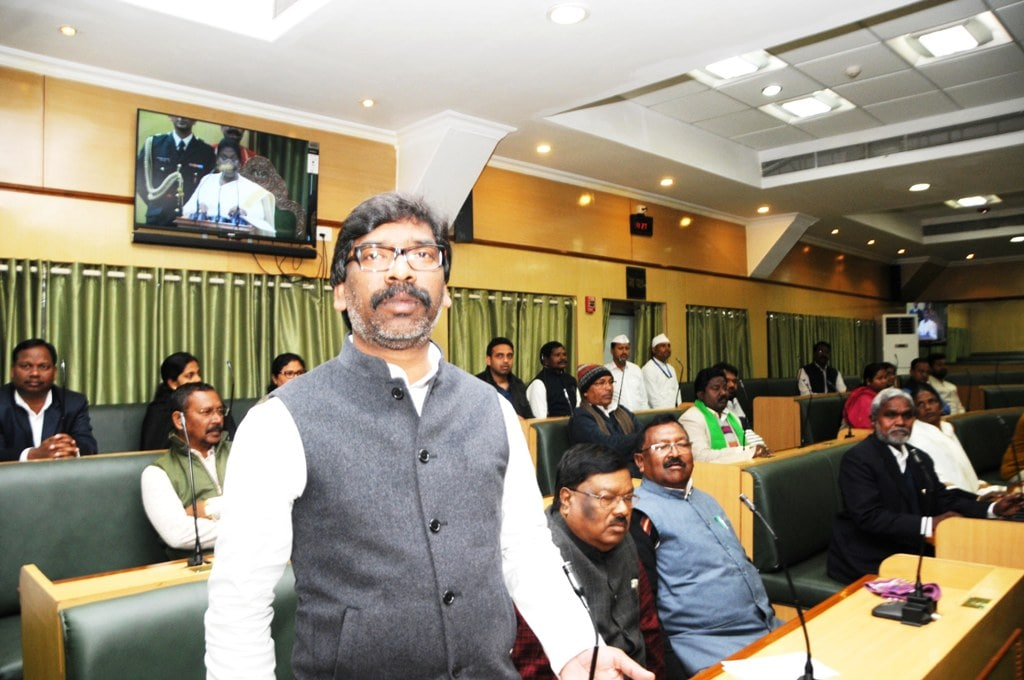 <p>Opposition Party leader Hemant Soren reacts as Governor Draupadi Murmu addressing to the legislators during the first day of the Budget session of Jharkhand Assembly in Ranchi…