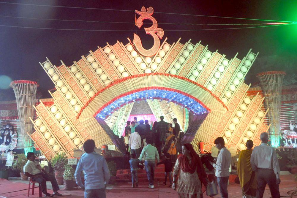 <p>Devotees seek blessing at 51 Jyotirlinga at BandhGari Puja pandal, Kokar in Ranchi on Wednesday.</p>