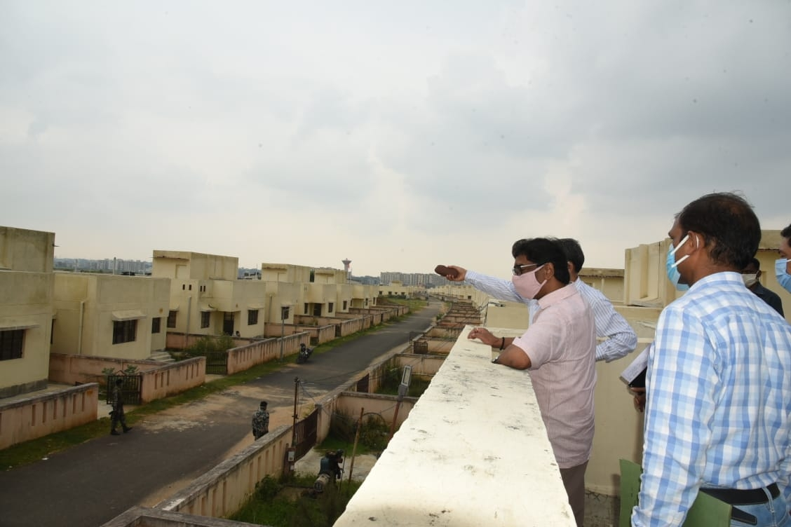 <p>Accompanied by police and civil officers including Chief Secretary Sukhdev Singh Chief Minister Hemant Soren has inspected the newly constructed houses meant for 'Displaced'…