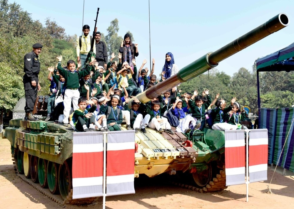 <p>School kids from M.M.K. High School, Bariatu Ranchi visited the ongoing 'Know Your Army camp' being organised by the Indian Army at mohradadi ground on Monday.The…