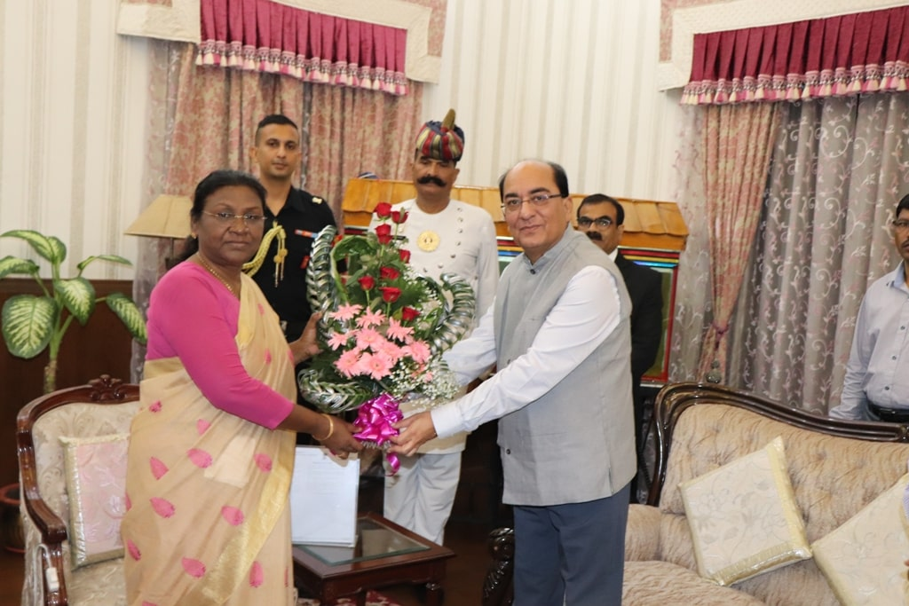 <p>GM of South Eastern Railway met Hon'ble Governor Draupadi Murmu at Rajbhawan in Ranchi on 14-09-2018. It was a courtesy call.</p>
