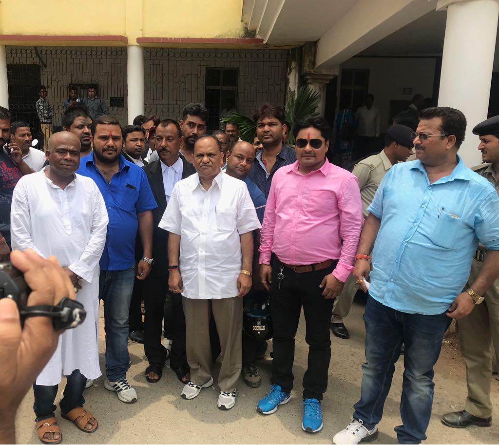 <p>एअरपोर्ट मे JMM औरBJP के कार्यकर्ताओं के बीच मारपीट के दौरान हुआ केस में आज सिविल कोर्ट में बरी हुए मंत्री सीपी सिंह |</p>