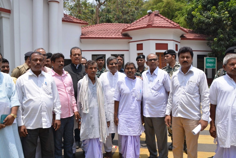 <p>Jharkhand Opposition leaders met Governor Draupadi Murmu and apprised her of their complaints including details of law and order problem faced by the people in the State.</p>