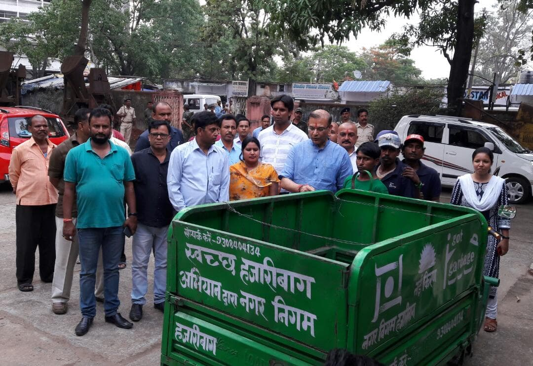 <p>MoS for Civil Aviation Jayant Sinha along with Mayor Anjali Kumari give information on new technique to make manure from garbage at Ward number 14 at Hazaribagh on Friday. </p>…